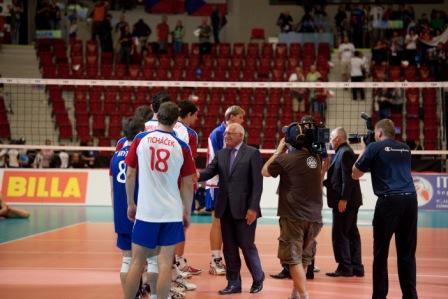 Вацлав Клаус пожал руки только чешским игрокам