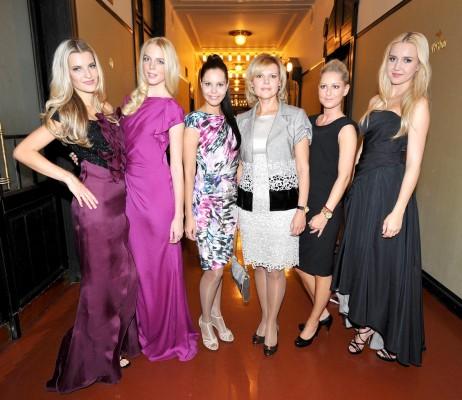 Успешный дебют Алёны Семёновой (на фото третья слева)