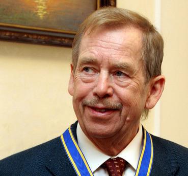 Вацлав Гавел получил высшую награду Грузии