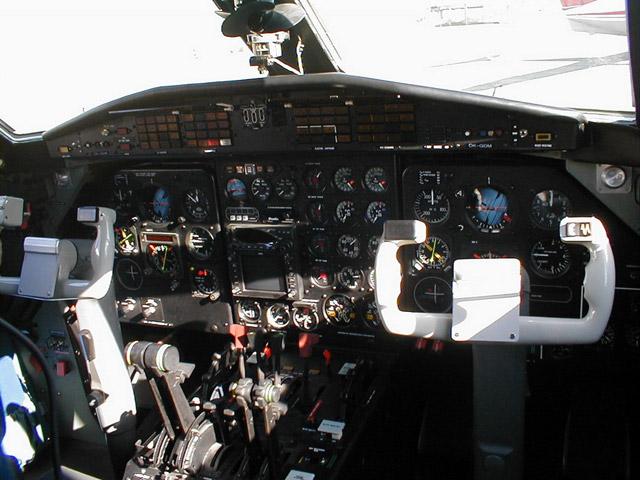 Скорость самолета составляет 310 км/ч