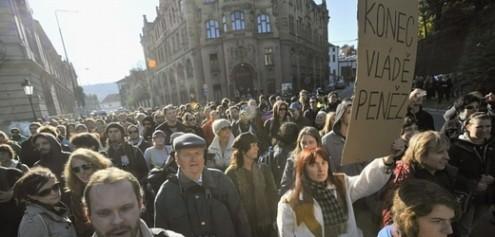 Политической ситуацией в Чехии доволен один человек из ста