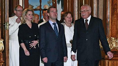 Дмитрий Медведев прилетел в Праге