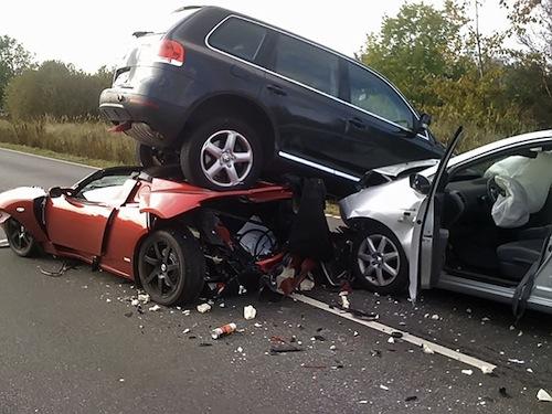 В маленьких автомобилях люди гибнут чаще (фото с сайта Hybrid.cz)