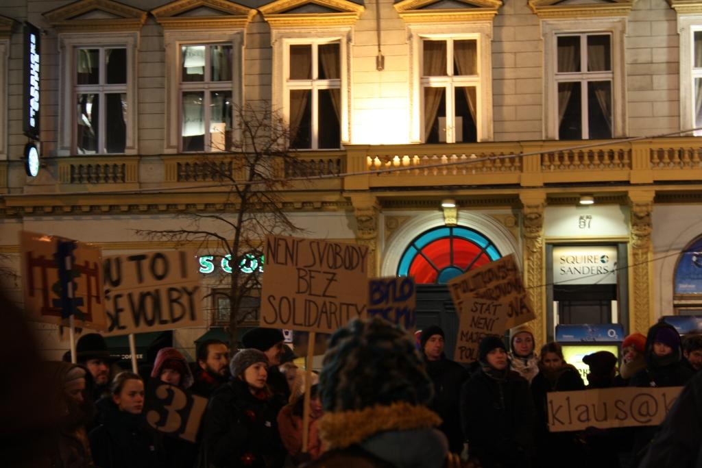 Под лозунгами «Pitine, Putine!», «To jsou i na?e volby!» собралось около 120 человек