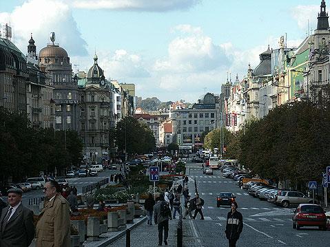 Часть Вацлавской площади будет закрыта для автомобилей