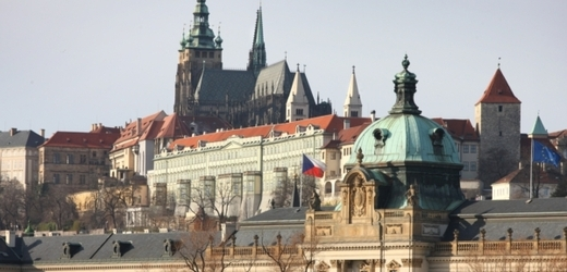 Прага никак не может расплатиться с долгами