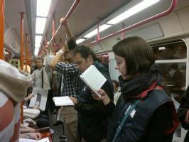Публичные чтения состоятся в вестибюлях станций «Мустек», «Флоренц» и «Музеум»