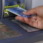 Будьте внимательны при снятии денег в банкомате