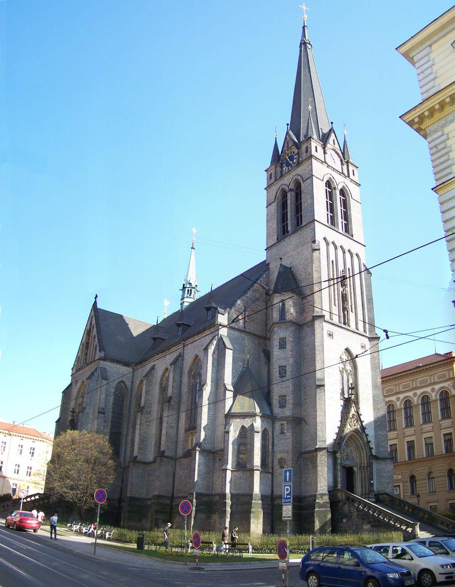 В Праге можно совершить ночную экскурсию по костелу