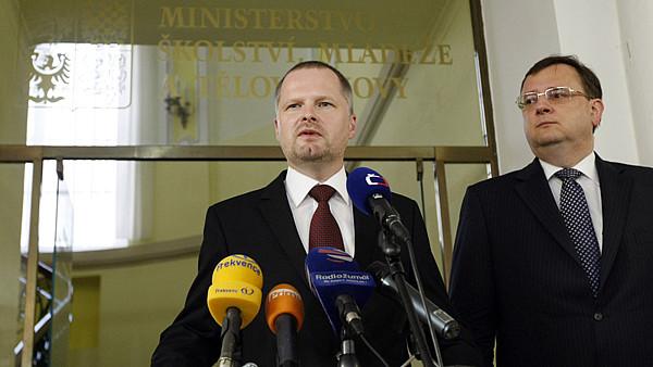 Министр образования ЧР Петр Фиала и премьер Петр Нечас