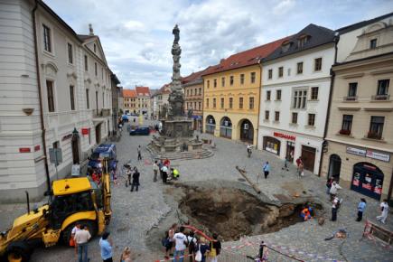 Причиной обрушения могли стать исторические склепы