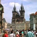 Туристы, приезжающие в Прагу, могут воспользоваться услугами около 4 тыс. столичных магазинов и 2 тыс. кафе, баров и ресторанов.