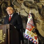Клаус считается евроскептиком и опасается растворения культурной самобытности  Чехии в составе Евросоюза