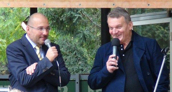 Директор пражского зоопарка Мирослав Бобек и мэр Праги Богуслав Свобода