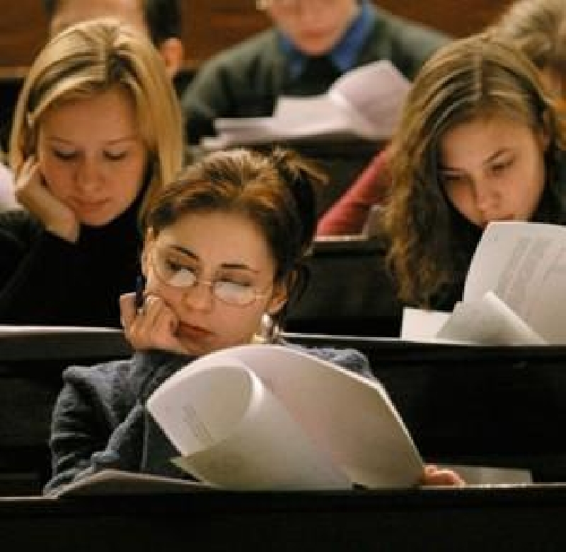 бюджет в университете зависит на 80 % от количества учащихся и лишь на 20 % от уровня успеваемости студентов.