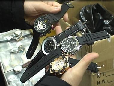 Поделльные часы нашли на вьетнамском рынке