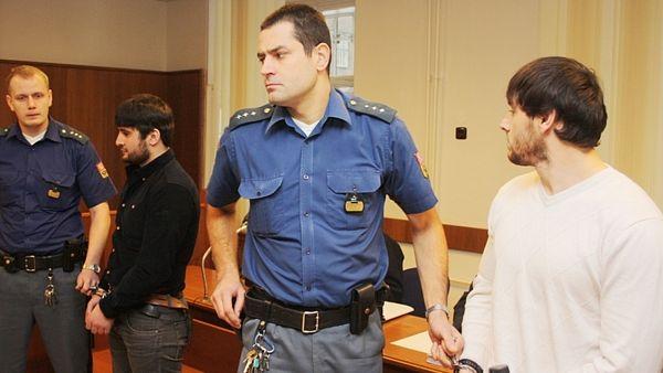 Чеченцев обвинили в покушении на убийство