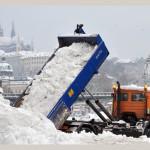 Сильный снегопад создал проблемы на дорогах