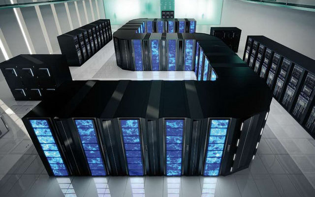Суперкомпьютер — вычислительная машина, значительно превосходящая по своим техническим параметрам большинство существующих компьютеров.авторство термина приписывается Джорджу Майклу