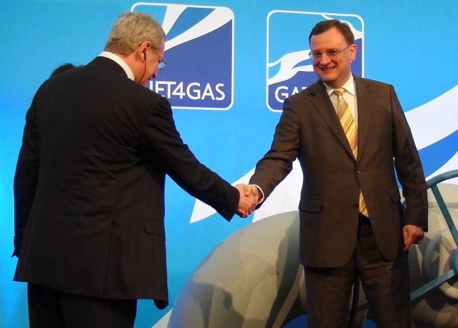 Замминистра энергетики РФ Анатолий Яновский, премьер-министр ЧР Петр Нечас