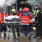19 человек пострадали при автобусной аварии