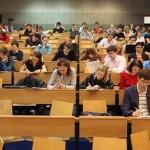 Чешские студенты хотят зарабатывать не менее 22 тыс. крон