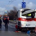 Девять человек пострадали в автобусной аварии