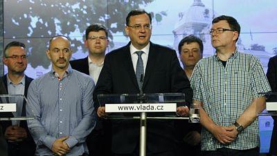 Глава чешского правительства подал в отставку