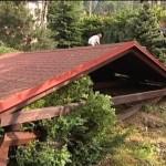 Торнадо разрушил десятки крыш