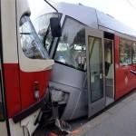 11 человек пострадали во время столкновения трамваев