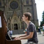 В Праге можно поиграть на пианино