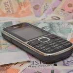За разговор с мошенниками люди могут заплатить десятки тысяч крон