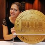 Самую большую европейскую монету можно увидеть в Праге до 7-го сентября