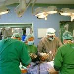 Робот поможет врачам провести сложные операции