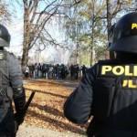 Четыре человека задержаны за нападение на полицейских