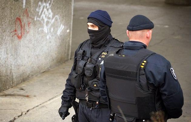 Полиция арестовала 9 человек, подозреваемых в получении взяток
