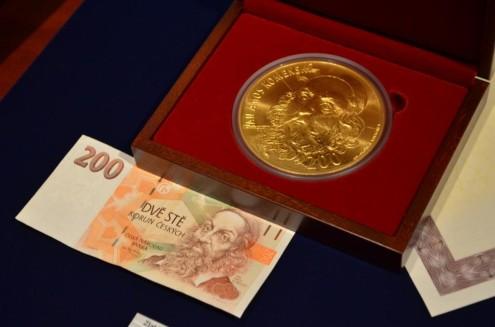 Медаль из чистого золота с изображением Яна Амоша Коменского