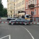 Под иномаркой в центре Праги сработало взрывное устройство