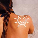 Чтобы избежать солнечных ожогов, нужно применять качественную солнцезащитную косметику