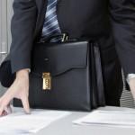 Из бюджета на зарплаты чиновникам выделяется около 23 млрд крон в год
