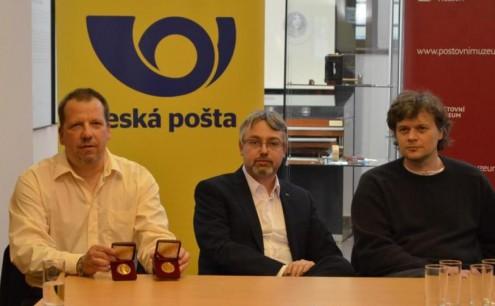 Слева направо: Коммерческий директор ЧМД Алеш Брикс и директор почтового музея Ян Новотный