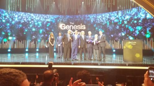 Сын, Стен Половец вместе с премьер-министром Израиля Нетаниягу и Натаном Щаранским вручает приз ГЕНЕЗИС Майклу Дугласу