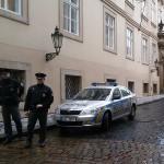Полиция перекрыла улицу