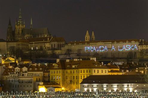 Пражский град осветили надписями