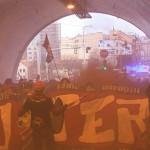 В Праге прошло шествие футбольных фанатов
