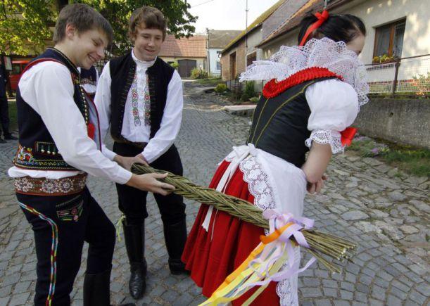 В Чехии сплели рекордно длинную помлазку
