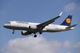Авиакомпания Lufthansa отменила сотни рейсов