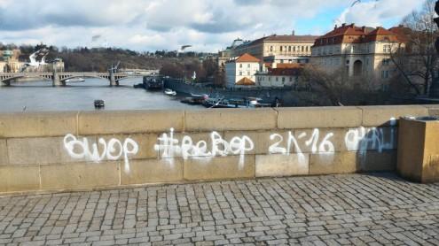 Установлены личности вандалов, разрисовавших Карлов мост