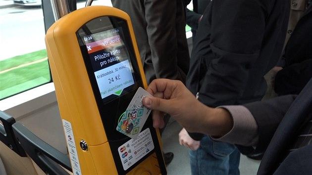 В пражских трамваях можно оплатить проезд банковской картой