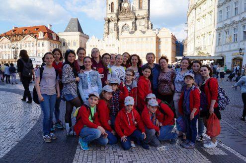 Дети из Екатеринбурга вспоминают День Победы в Праге
